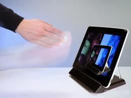 厭倦了你的iPad螢幕,老是被指紋弄得一片霧朦朧、油膩膩的樣子嗎,這樣的窘境可能就快要結束了,挪威一家專門研發3D手勢辨識技術的公司—Elliptic,將提供以揮動手勢的方式,來移動平板電