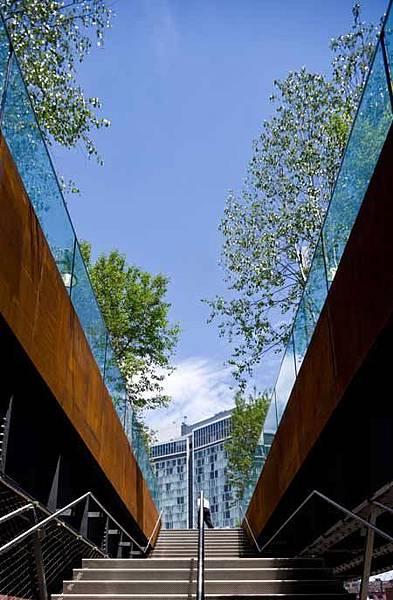 廢棄高空鐵道變身城市綠色走廊