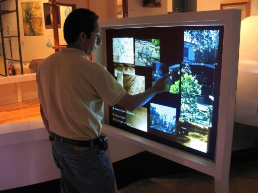 數位電子看板(Digital Signage Display)加上觸控應用技術