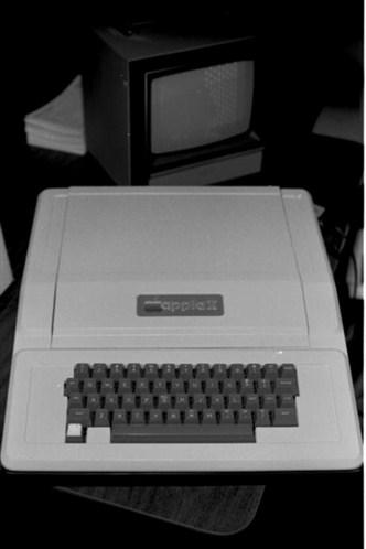 1977年,搭載 1MHz處理器的Aplle II開始量產,一炮而紅。