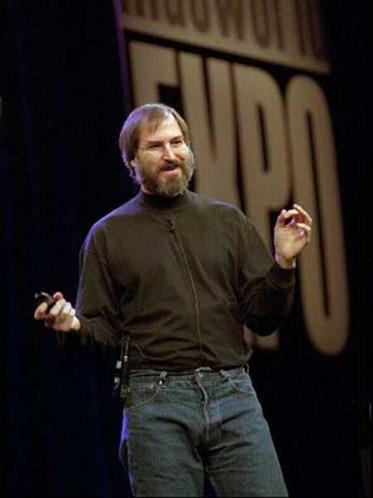 1997年,賈伯斯重掌蘋果公司兵符。勁敵微軟在該公司投資150萬美元。
