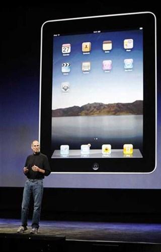 2010年,賈伯斯推出平板電腦 iPad,四月一上市及造成熱賣。五月,蘋果公司超過微軟成為美國市場價值最高的科技公司。