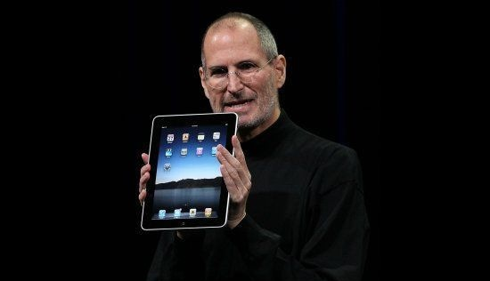 至從蘋果推出 iPad 後,平板電腦的市場才算是火熱起來。對蘋果而言, iPad 不是要取代手機,更不是要取代筆電,而是一個介於筆記型電腦和手機之間的裝置。當然,市場也證明了賈伯斯的構