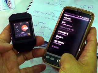 藍牙技術聯盟今天展示多款藍牙技術新應用,包括與手機配對後,導入app概念的手錶,以及未來可使用達2年的無線藍牙滑鼠,藍牙新版的4.0技術具低功耗特色,未來有更多應用。  藍牙技術聯