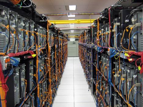 全球最大社群網站臉書(Facebook)將來台興建亞洲最大雲端資料中心,落腳中科,不僅帶來數十億元的伺服器採購商機,也讓台灣成為全球雲端重鎮。