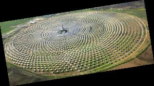 西班牙研究人員最近開發出一種可儲能的太陽能電廠,可晝夜不停地發電。
