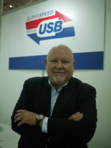 USB-IF總裁暨首席營運官Jeff Ravencraft表示,截至目前,USB裝置出貨量已逼近一百億件,未來出貨量亦將維持每年三十億件的成長,其中USB 3.0將會是最主要的成長力道。