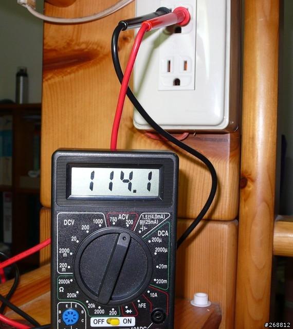 去開總開關,如果你接錯就馬上會知道了(碰!),開了總開關後測量一下三個孔是否正確三用電表紅色接在VΩmA上,黑色接在com上,檔位轉到ACV由大到小去試