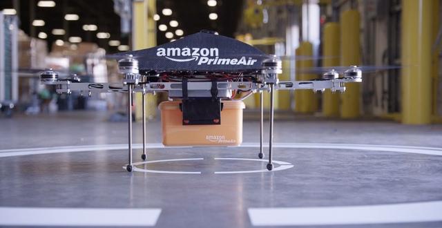 ▲目前 Amazon 是以 8 軸飛行器擔任運送任務,多軸飛行器的安全性較高,就算部分馬達損壞也能持續飛行。