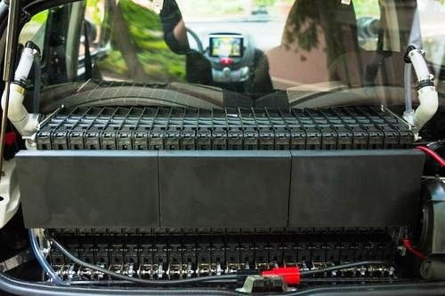 Phinergy表示,鋁空氣電池的每片鋁板能提供20英哩行駛距離