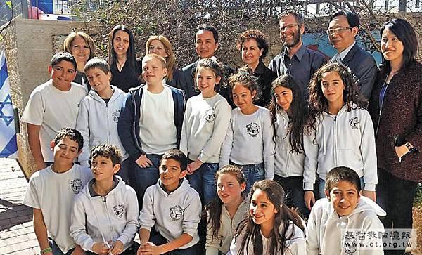 當台灣為著12年國教制度鬧得沸沸揚揚,培養許多諾貝爾獎得主的以色列的教育,最近受到國內的關注和探討,甚至認為我們應該「學以色列的媽媽」;德國教育不重在「輸在起跑點」,乃重在「學習準備制」;同為東方人的日本高校教育門類繁雜,又有何值得台灣借鏡之處?