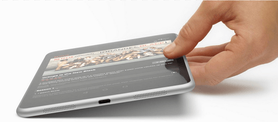 MacBook 是第一款支持 USB-C 的筆記型電腦。鑒於過去數年其它 PC 廠商對蘋果新型筆電推出後,都會多少做出一些「致敬」,估計 USB-C 很快將在下一代 PC 筆電上出現。  而如果講到行動裝置的話,諾基亞的平板電腦 N1 是世界上第一款支持 USB-C 的平板電腦。