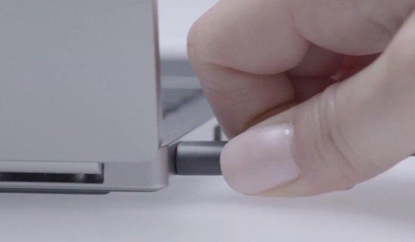 最後,也是最重要的 – USB Type-C 一個插就能連接所有東西:桌面電腦、筆電、手機、平板、所有週邊、顯示器等等。全部都可以用同一個插槽,同一條簡單又便宜的線搞定。這個就是這麼多年來,我和所有電腦用家的夢想。