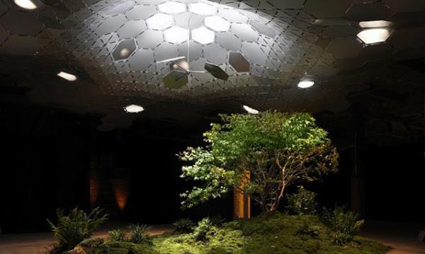 紐約籌建世界第一座地下公園 傳說中,紐約下東區有一個廢棄的電車中轉站,陰暗潮濕,鼠蟲橫行。直到一個耶魯畢業的年輕人發現了這個地方,說要有光,就用科技把太陽光引到地下,種起了各種奇花異草。 近日,紐約市政府正式把地皮批給了這個叫Lowline的專案,有望將在幾年內建成世界上第一個地下公園。