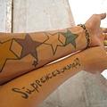 與紅孩兒員工的tatoo合照