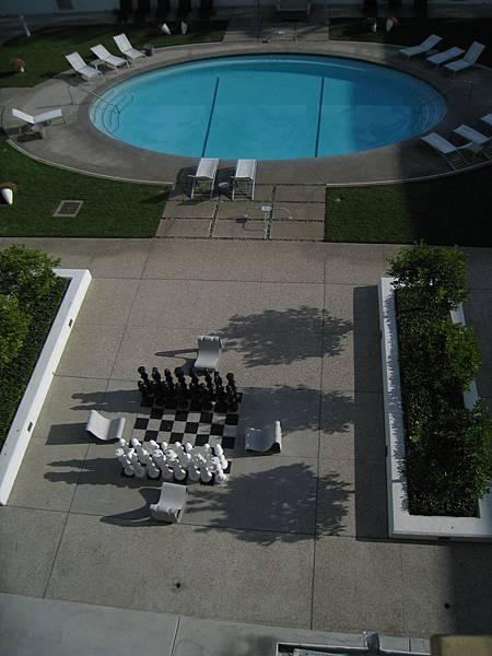 泳池旁巨大的西洋棋盤~下次有機會要玩一下!!!