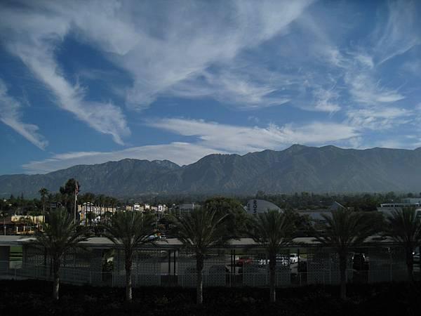 又是一片藍天白雲...白雲!!!@@