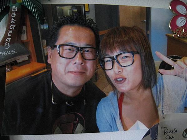 也是在冰箱上去年的照片~老姐&大衛^^