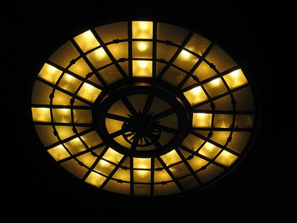 LA Union Station 大門上方的大燈~