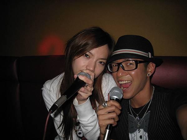巧遇許安安也在LA~所以就去唱歌囉^^