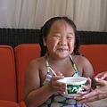 妹妹吃的很開心^^