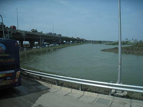 8.8水災賑災at林邊~看得出來水滿出來過...