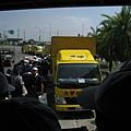 8.8水災賑災at林邊~燦坤的接駁車...