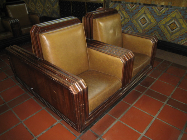 連沙發都是有歷史的唷^^