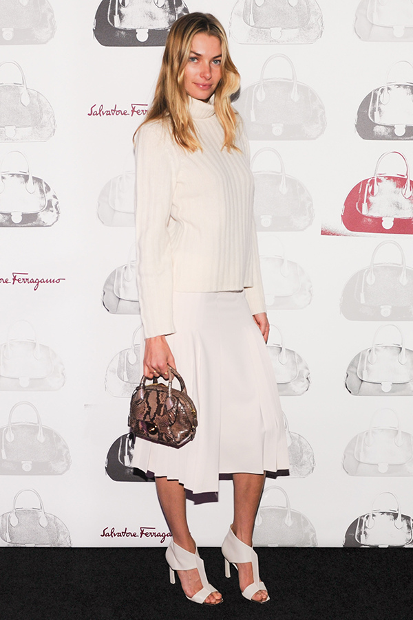 名模潔西卡哈特(Jessica Hart)參加Fiamma包款上市私人晚宴_Fiamma粉色蟒蛇皮提包, 價格未定.jpg