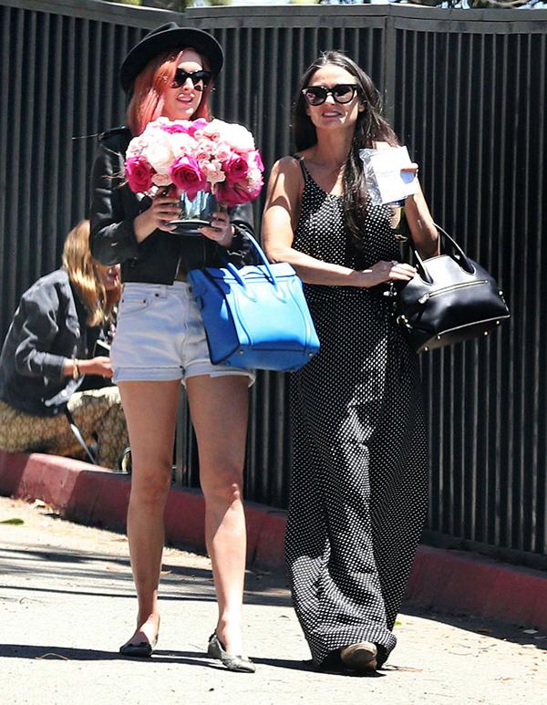好萊塢女星黛咪摩爾(Demi Moore)在母親節當天手拿黑色牛皮Fiamma包款_Fiamma黑色牛皮提包, 建議售價NT$99,900.jpg