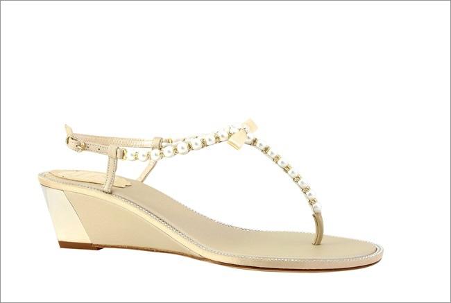 金色珍珠串鍊坡跟涼鞋 NT$40,500.JPG