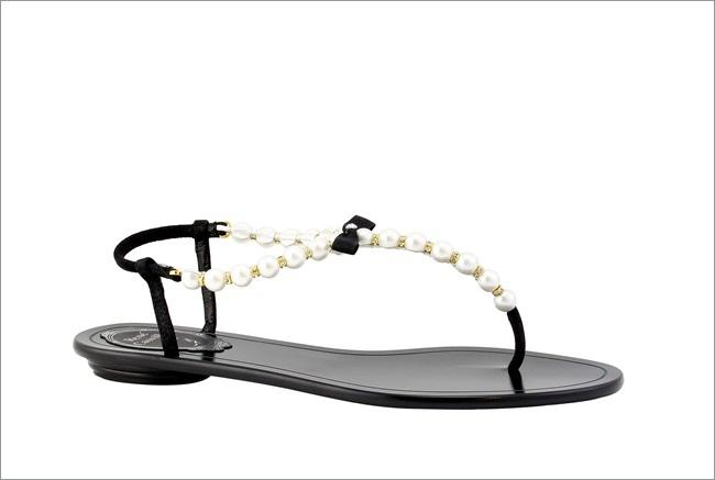 經典黑白珍珠T字涼鞋 NT$26,800.JPG