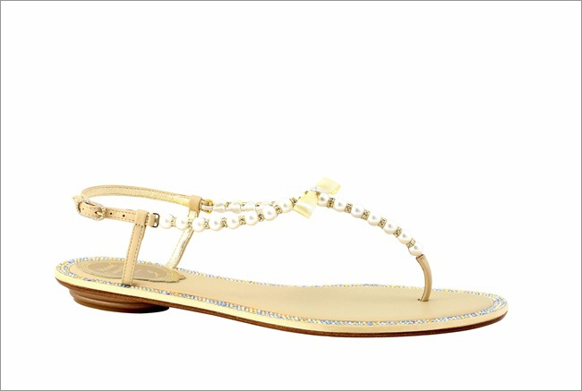 裸色T字珍珠平底涼鞋 NT$37,000.JPG
