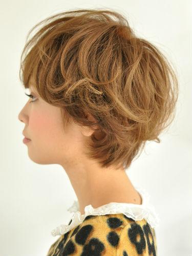 2012年短髮美眉酷炫風格燙染設計髮型A-2.jpg