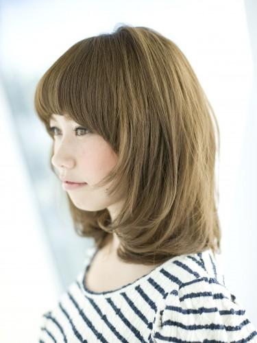 2012年小臉效果髮型搭配夏日亮眼亞麻色調A-2