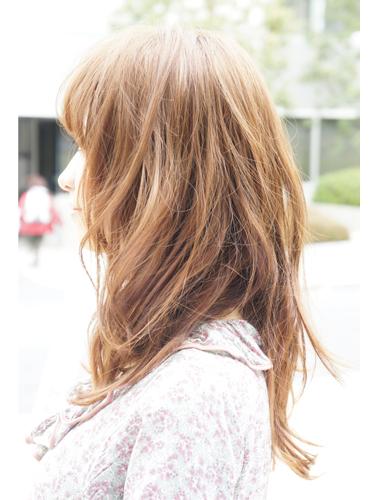 2012年日系春夏髮型@柔軟蓬鬆質地的低層次捲髮造型A-2