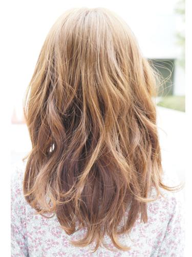2012年日系春夏髮型@柔軟蓬鬆質地的低層次捲髮造型A-3