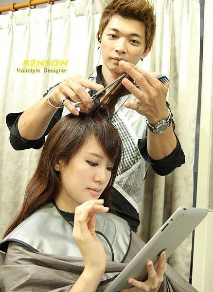 IPAD裡有相當多的髮型圖庫可以讓您和BENSON溝通髮型喔~
