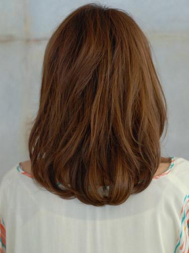 座落在【鎖骨捲度髮型】呈現女性的性感魅力A-3