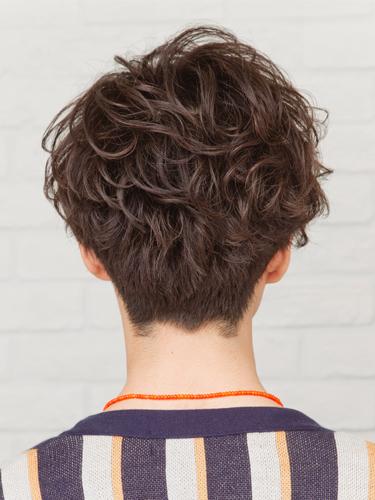 時尚和搶眼的男性波浪燙髮已成風潮A-3