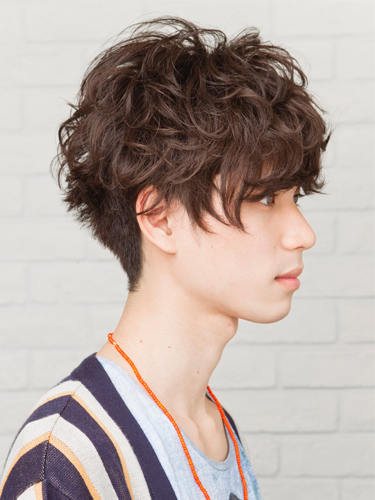 時尚和搶眼的男性波浪燙髮已成風潮A-2