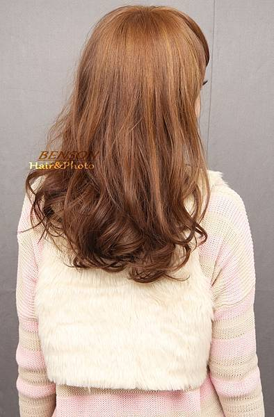 清爽明亮的大地駝色呈現春夏的清新氛圍~西門町髮型師班森