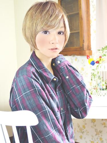 日系甜蜜可愛感的亞麻色髮型-2014女性短髮捲起風潮-1