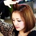 4.將瀏海髮片向上拉