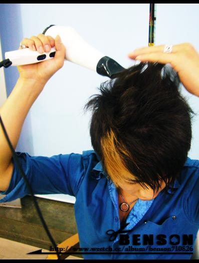 也就是說後腦區的頭毛要往上拉,熱風吹至髮根
