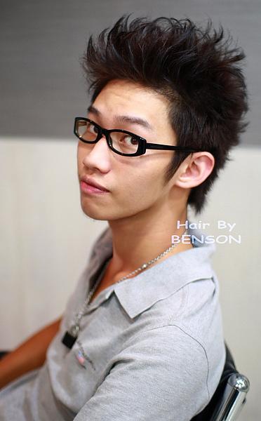 2010年男生蓬度燙髮帥氣新髮型