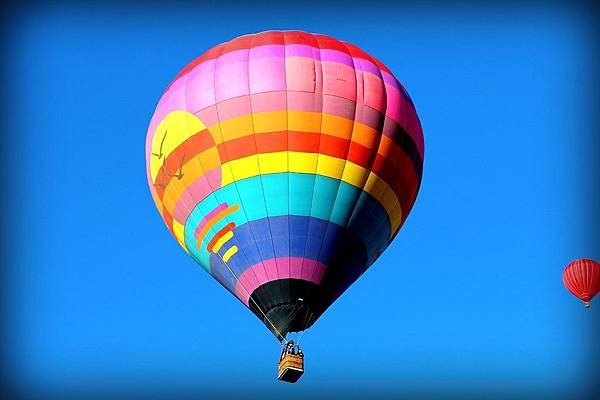 hot-air-balloon-693452_1280.jpg