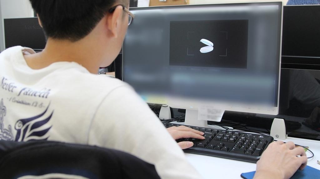 動畫師正在製作粉餅的特效.jpg