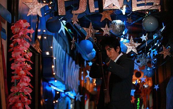 002【惡之教典】劇照_本片已經在日本海撈10億日圓票房,成為本年度最熱賣的限制級電影,圖為男主角伊藤英明 [800x600]