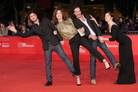 Valerie+Donzelli+Main+Dans+La+Main+Premiere+dlhwqKEGXoLx_451x301